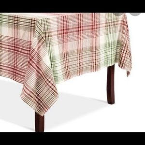 Holiday plaid tablecloth seating 12-14